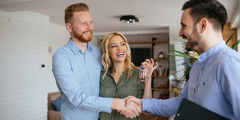 Mit der Schlüsselübergabe gehen auch alle Pflichten, die die Immobilie mit sich bringt, auf Sie über.