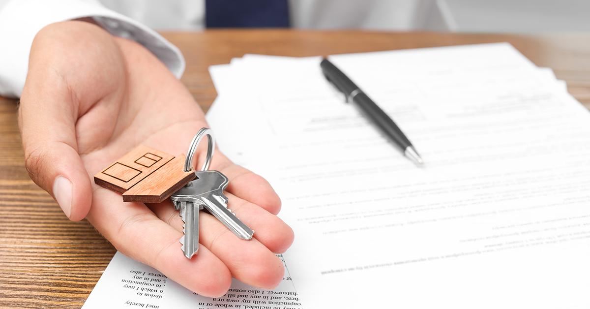 Der Kaufvertrag bildet die rechtliche Grundlage für die Durchführung des Hauskaufs.